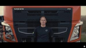 Тираджията, който кара колело, живее във Volvo (Видео)