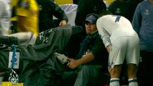 Кристиано поиска да види повторение от незачетения си гол (видео)