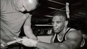 Майк Тайсън и първият му професионален мач
