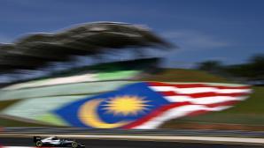 Розберг най-бърз в първата тренировка в Малайзия, пожар в Рено
