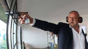 Министър Красен Кралев посети държавното първенство по спортна стрелба