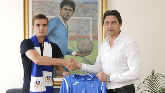 Младежкият национал Антонио Вутов отново е футболист на Левски. Атакуващият