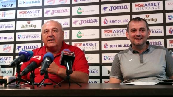 Славия има пълно доверие на старши треньора си Златомир Загорчич,