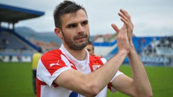 Левски проявява интерес към сръбския национал Марко Петкович, съобщава БТА.