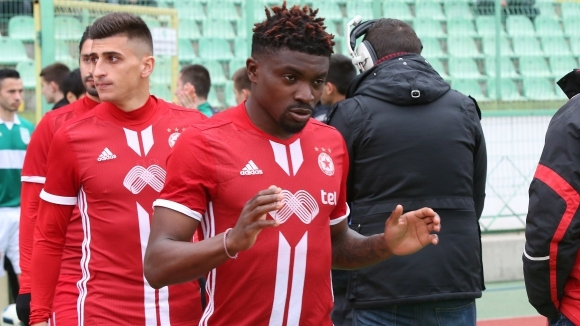 Двама от основните футболисти на ЦСКА-София през миналия сезон -