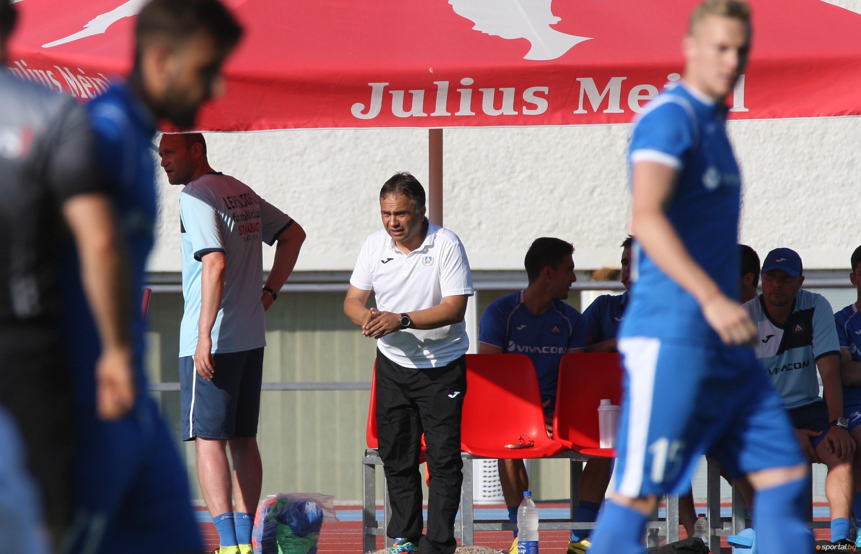 Треньорът на Левски Николай Митов е поставил ребром въпроса за