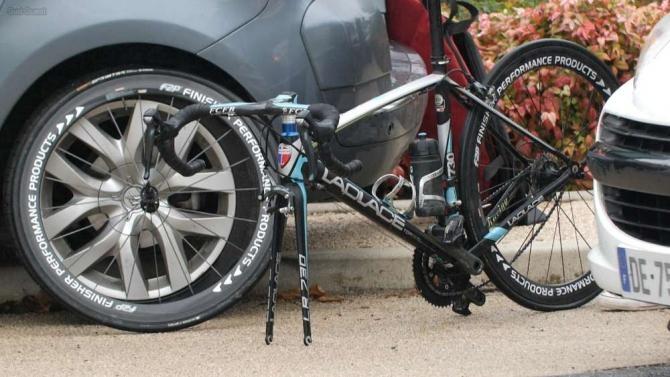 Френски колоездач е бил арестуван, след като във велосипеда му