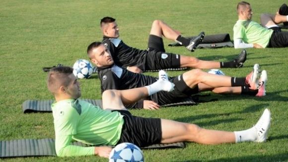 След двудневна почивка отборът на Черно море поднови тренировки. В