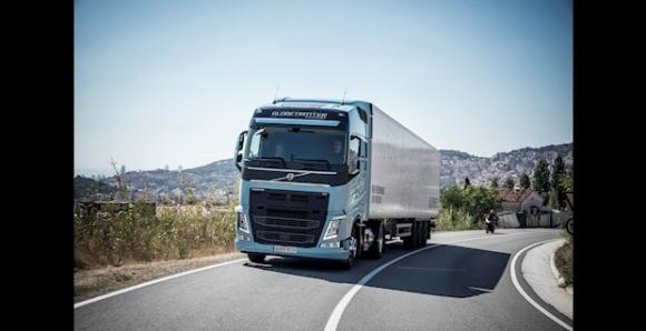 Volvo Trucks представя съвместими с Евро 6 товарни автомобили, работещи