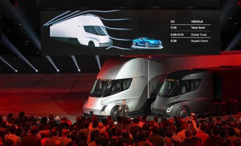 Технологичната компания Tesla представи дългоочаквания напълно електрически камион Semi, който