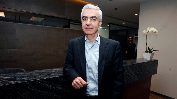 Вице-президентът на мексиканската национална телевизия Televisa Адолфо Лагос е бил