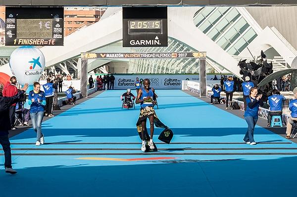 Сами Китвара спечели маратона на Валенсия с нови рекорди на
