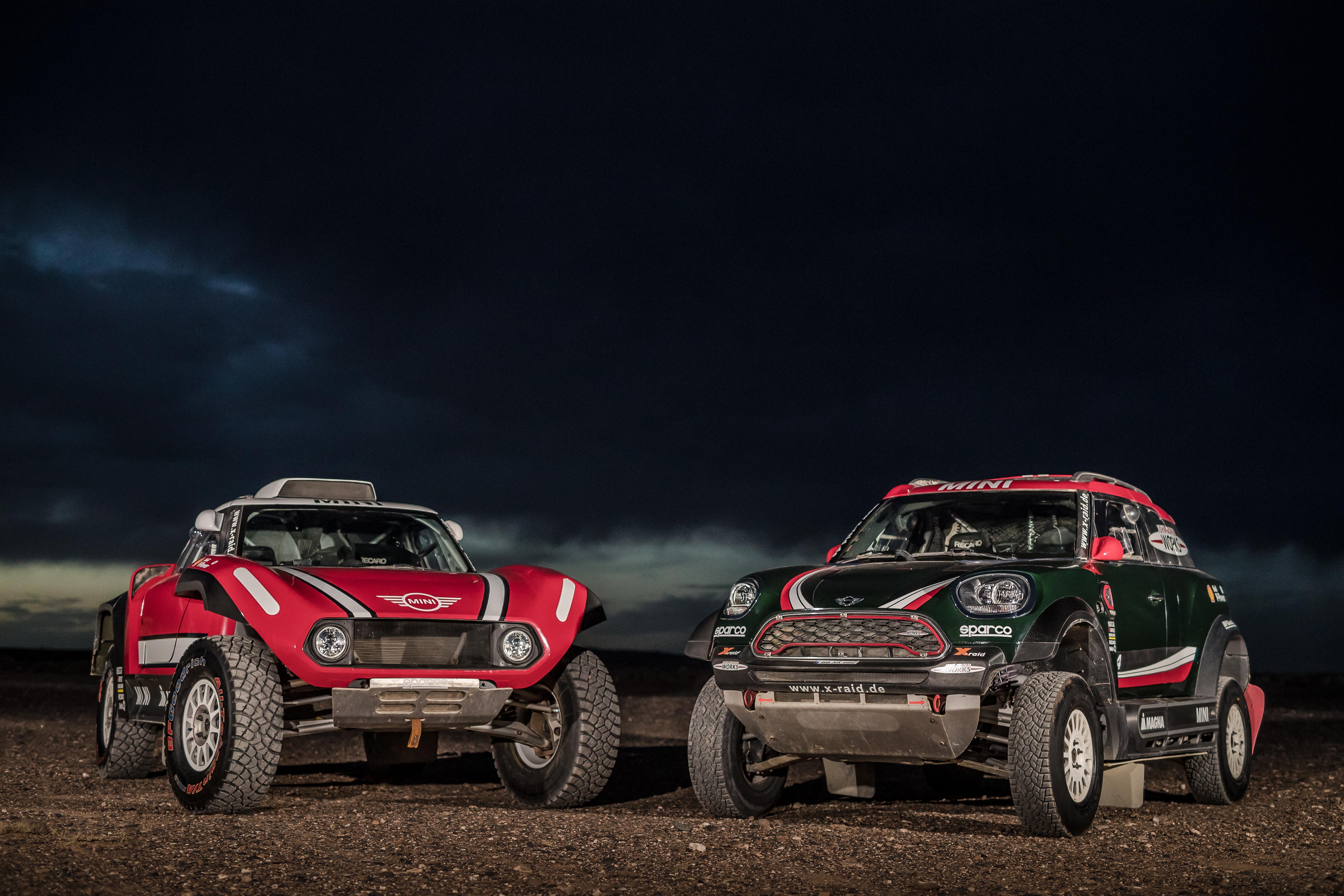 С представянето на актуалните си състезателни автомобили в Mini Brandstore