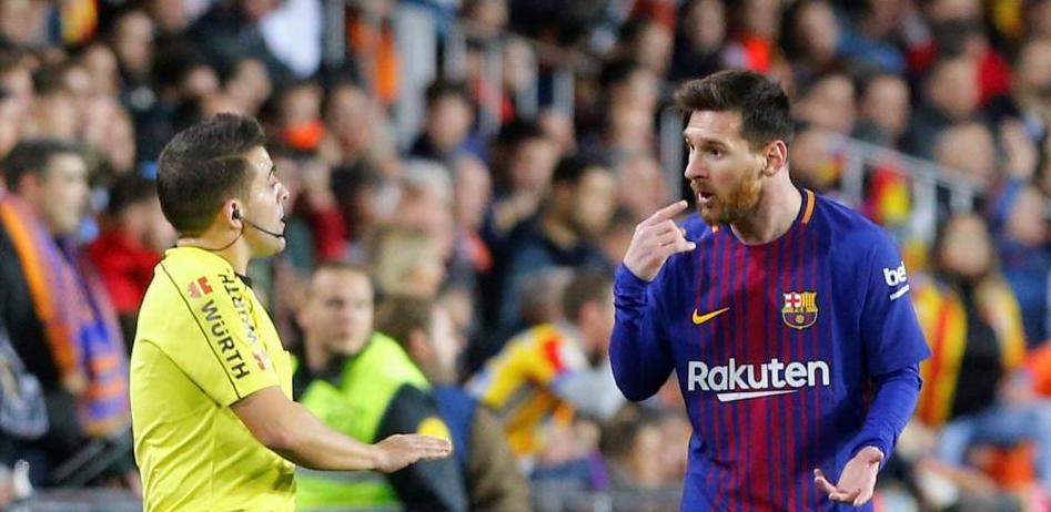 Огромна грешка на съдиите ощети сериозно Барселона през първото полувреме