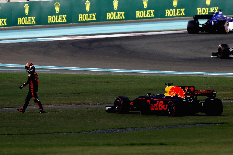 Снимка: Рикардо отправи критики към Райконен след финала в Абу Даби
