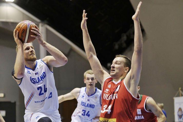 Националният отбор на България по баскетбол записа първа победа в