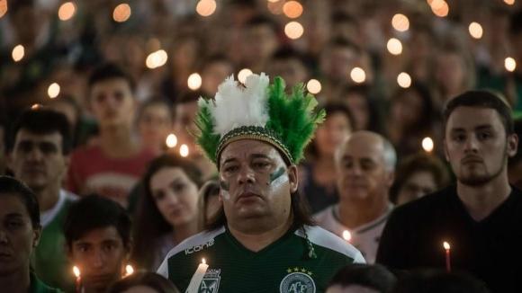 Снимка: Хиляди отдадоха почит на загиналите в трагедията на Чапекоензе