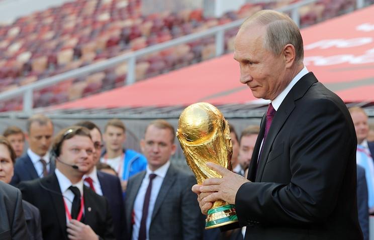 Снимка: Путин ще вземе участие в жребия за Световното в Русия