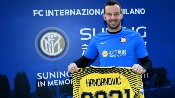Вратарят на Интер Самир Ханданович продължи договора си с италианския