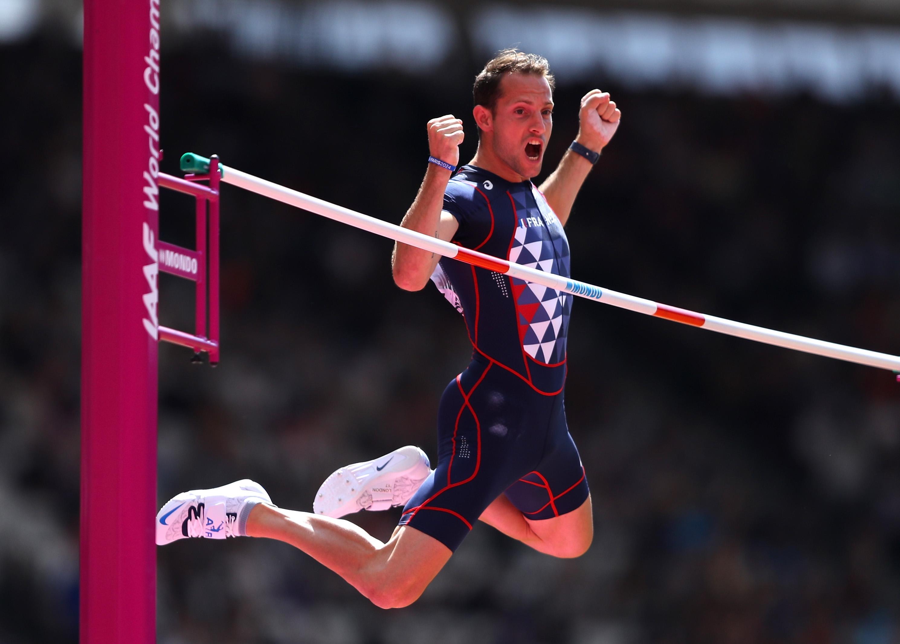 Световният рекордьор в овчарския скок Рено Лавийени е първото голямо