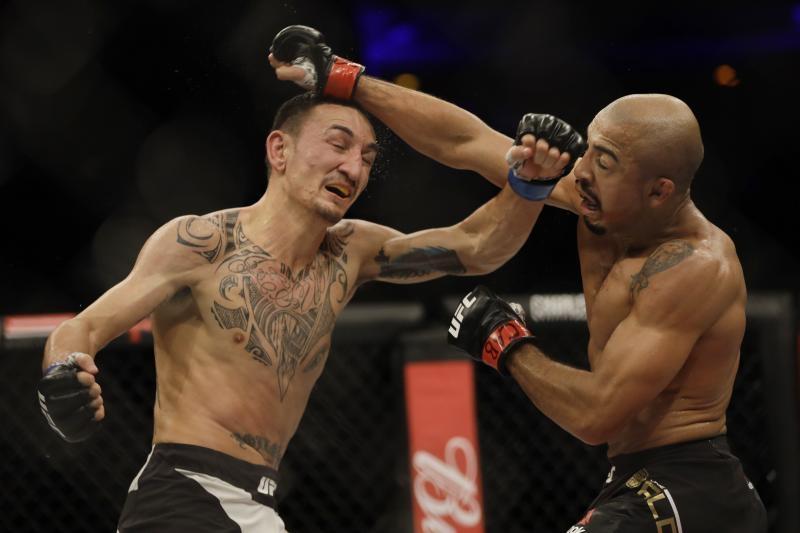 Макс Халауей (САЩ) защити титлата на UFC в категория перо