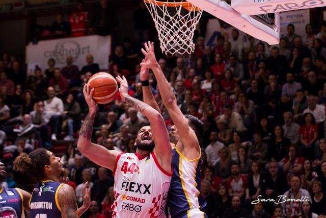 Бившият баскетболен национал Деян Иванов дебютира за Пистоя при победата