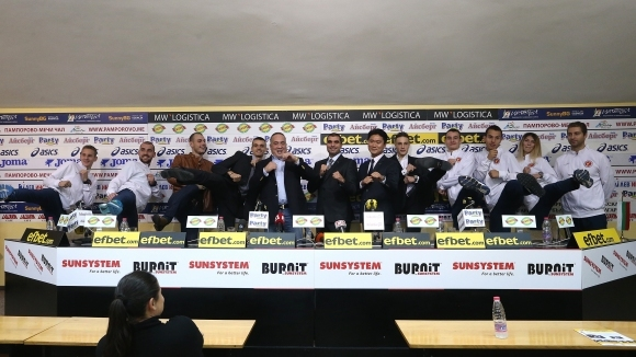 На Световното първенство за мъже в Муджу, Корея през юни