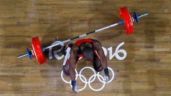 Колумбийският състезател по вдигане на тежести Едвин Москера Роа беше