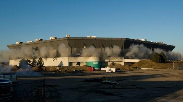 Снимка: Контролиран врив не успя да разруши култов стадион в САЩ