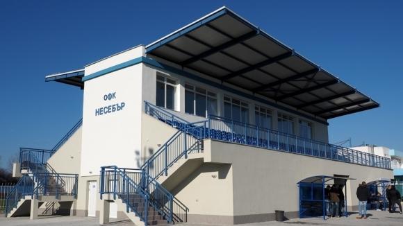 Градският стадион в Несебър вече има модерна двустранна зрителска трибуна.