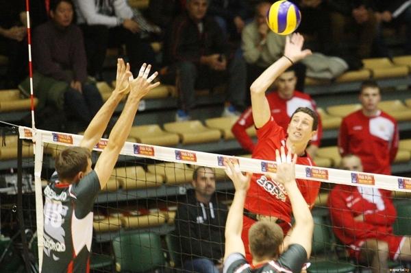 Опитният волейболен на ЦСКА Христо Цветанов, който отново игра като