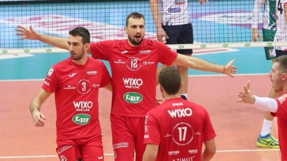 Капитанът на националите Виктор Йосифов и тимът на ЛПР Пиаченца