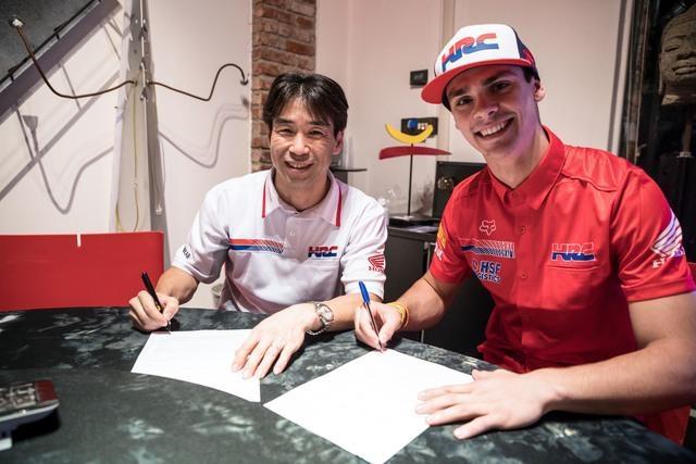 Световният шампион в MXGP Тим Гайсер продължава участието си във
