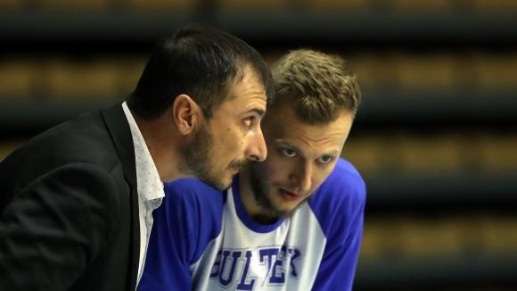 Tреньорът на Академик Бултекс 99 (Пловдив) Асен Николов очаквано не