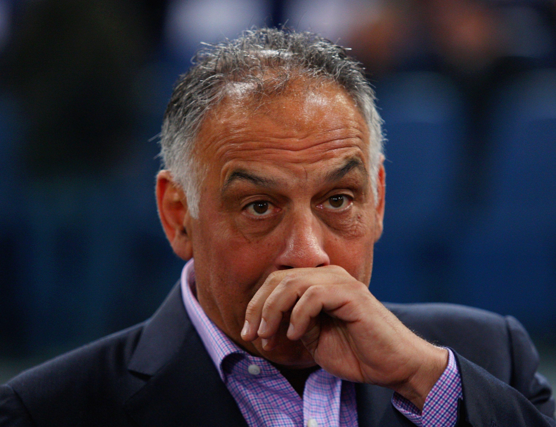 Тифозите на Рома скочиха на президента на клуба Джеймс Палота.