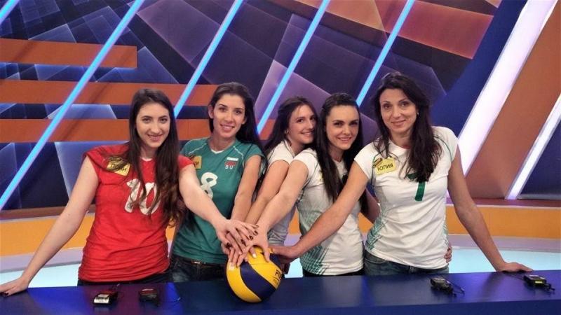 Няколко от волейболистките на ЦСКА, водени от треньорката си Юлия