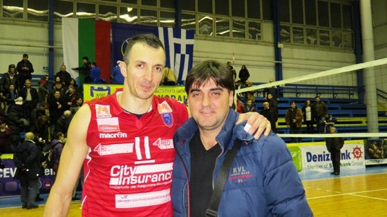 Капитанът на Фойникас (Сирос) Боян Йорданов бе посрещнат с аплодисменти
