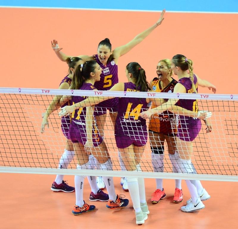 Националките Добриана Рабаджиева и Христина Русева и тимът на Галатасарай