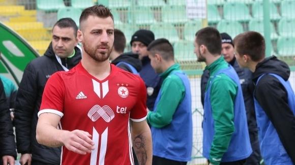 Защитникът на ЦСКА-София Николай Бодуров за пореден път демонстрира ексцентричния
