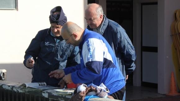 Футболен колекционер буквално скри топката на треньора на Левски Делио