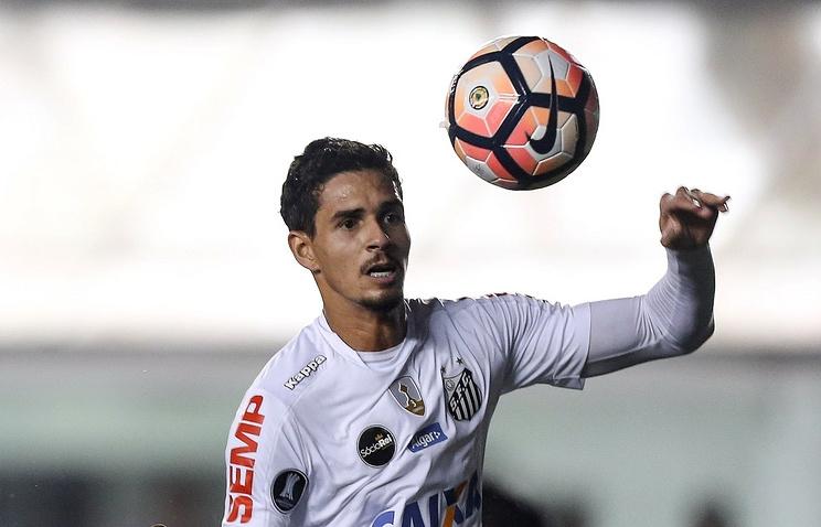 Защитникът на Сантос Лукас Верисимо все още може да премине