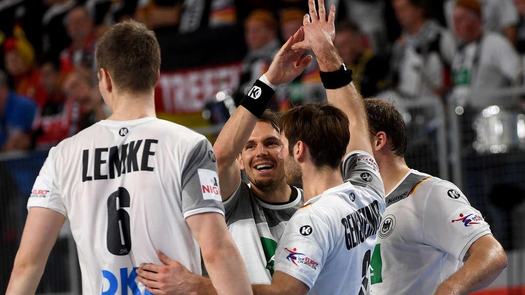 Защитаващият титлата си тим на Германия победи Чехия с 22:19