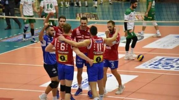 Българският диагонал Боян Йорданов заби 25 точки (1 ас, 54%