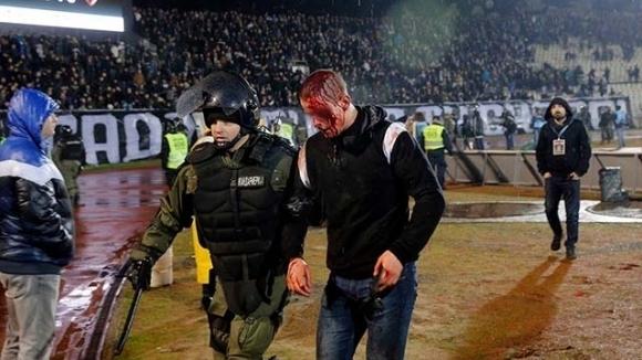 Петима хърватски хулигани, арестувани в Сърбия след масов бой на