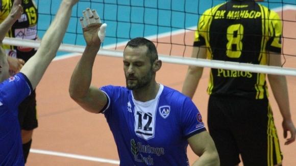 Капитанът на Левски София Смилен Мляков и старши треньорът на