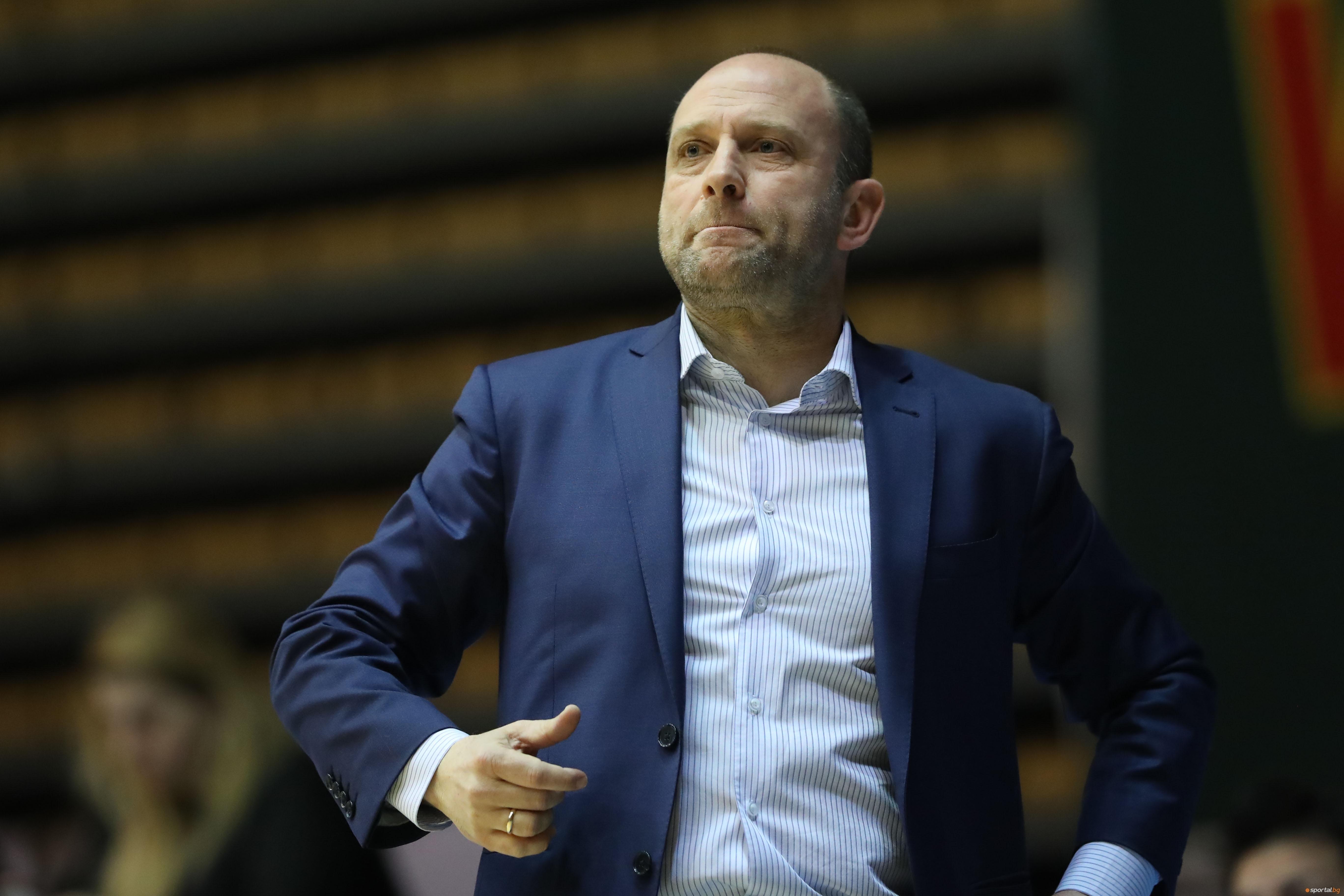Старши-треньорът на Левски Лукойл Константин Папазов коментира след победа над