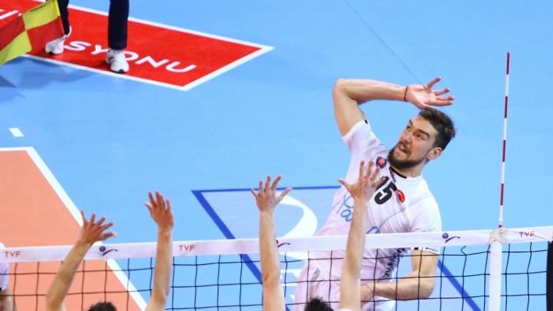 НационалътВелизар Чернокожеви неговият Халкбанк (Анкара) записаха победа №18 в турското