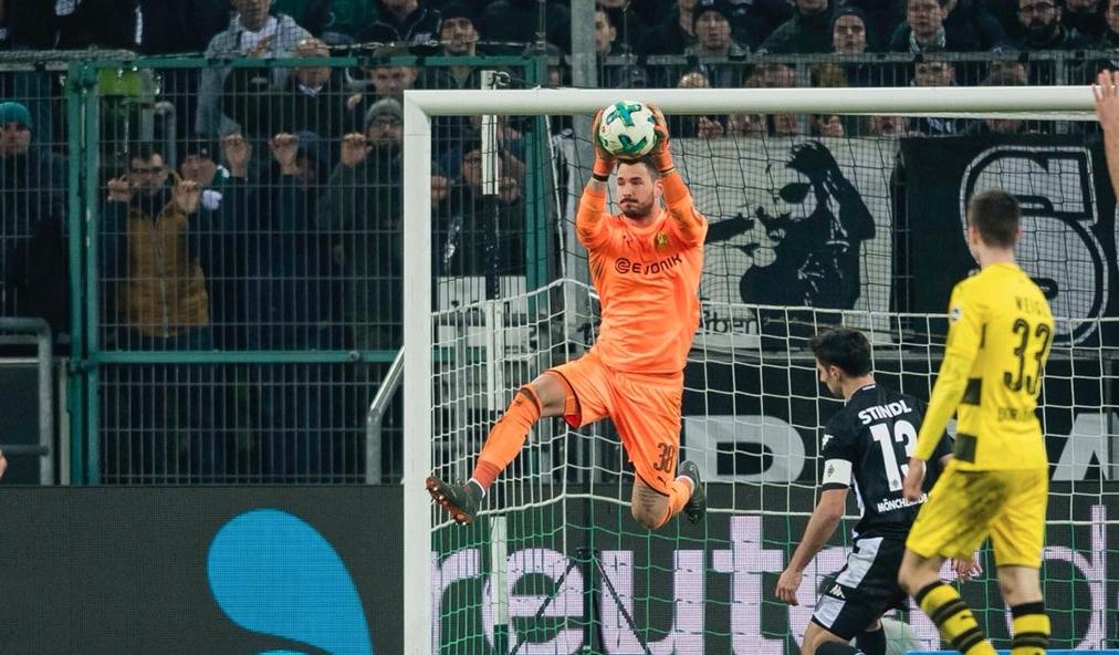 Борусия (Дортмунд) изкова труден успех с 1:0 при визитата си