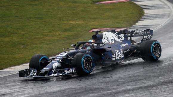 """Първото """"кръгче"""" на Даниел Рикардо с новия Ред Бул RB14"""