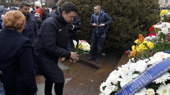 Изпълнителният директор на Левски Красимир Иванов поднесе цветя на паметника